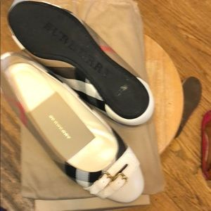 Burberry flat shoes size 8w